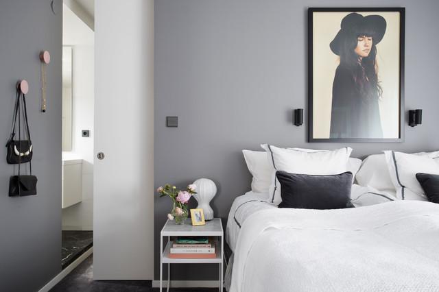 In una camera da letto classica, anche se l'arredo è chiaro, è sempre meglio non osare troppo e scegliere tonalità neutre, come il grigio o il colore crema. 8 Motivi Per Usare Il Grigio In Camera Da Letto