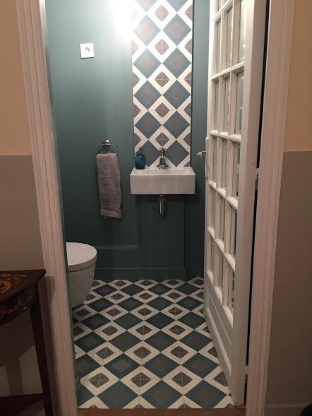sol et mur des wc toilettes