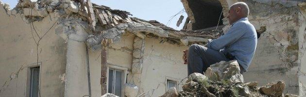 Il prefetto rideva e fingeva commozione per le vittime del terremoto dell'Aquila