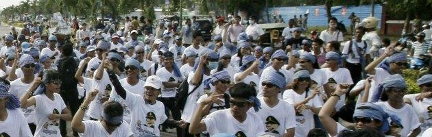 Cina, lavoratori senza stipendio ballano Gangnam Style per protesta