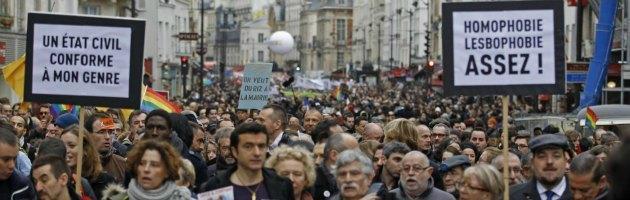 Matrimoni e adozioni gay, in Francia il Senato approva la legge