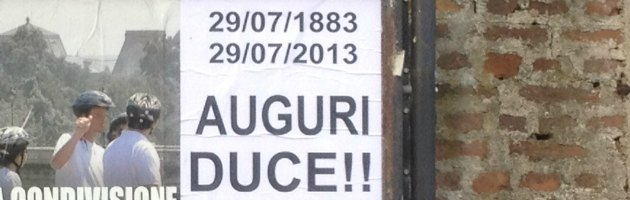 Tradate, la città tappezzata di manifesti per celebrare il compleanno di Mussolini