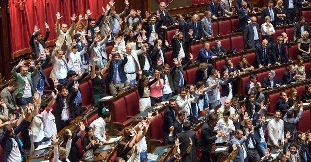 """M5s, senatore Romani si dimette. Fattori: """"Stop al voto. Valutare caso per caso"""""""