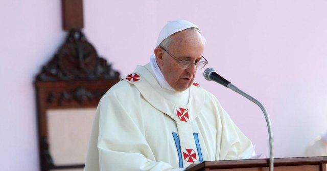 Papa Francesco, per il giovedì santo laverà i piedi a dodici disabili