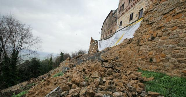 Volterra mura crollate