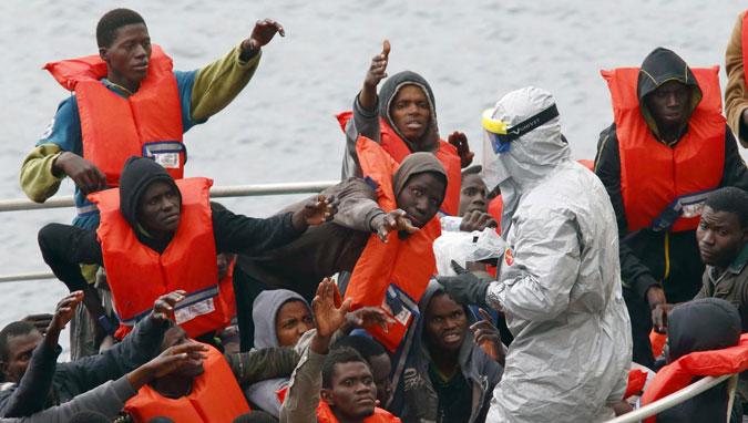 Naufragio Lampedusa, l'umanità si sta muovendo ma il mondo rimane a guardare