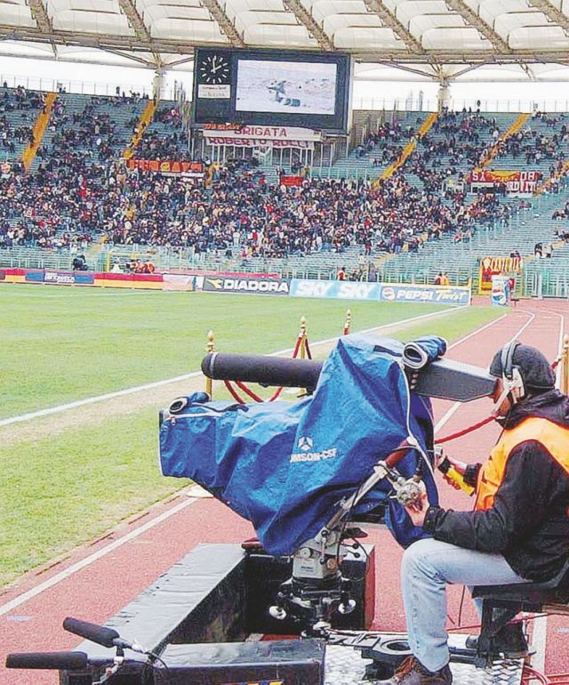 Mediapro si prende il calcio: paura Sky, solo Mediaset gode