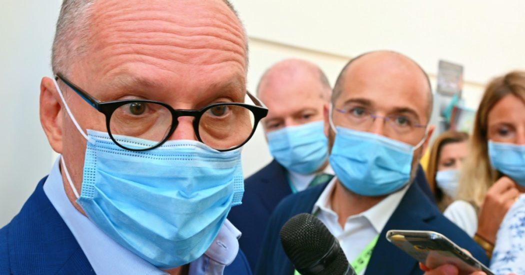 Ricciardi vorrebbe un generale dei vaccini. Ma le politiche autoritarie non aiutano, anzi
