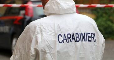 Ferrara, bambino di un anno trovato morto in casa: la madre chiama i soccorsi e si taglia le vene. Ipotesi omicidio-tentato suicidio