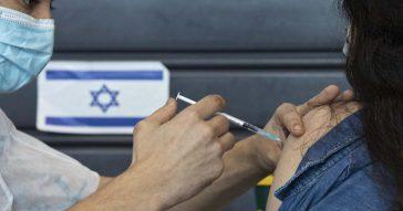 """Coronavirus, lo studio israeliano: """"Anticorpi predicono rischio contagio post vaccino"""""""