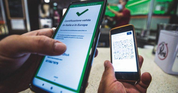 Green pass, controlli del Nas: 433 violazioni. Denunciati anche due medici per aver redatto falsi certificati
