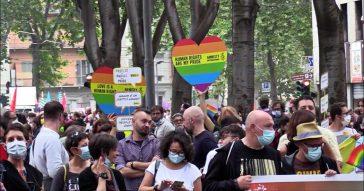 Torino Pride, diecimila persone in corteo per i diritti Lgbtqi+. Assente il candidato del centrodestra Damilano