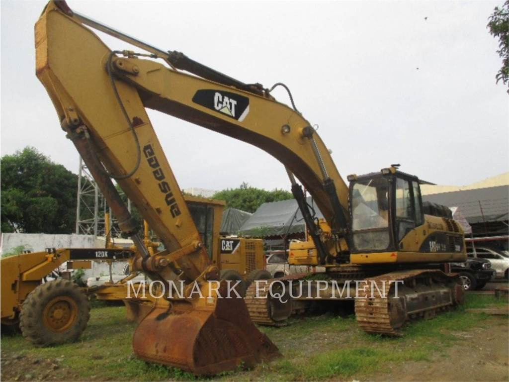hight resolution of caterpillar 330d crawler excavators construction