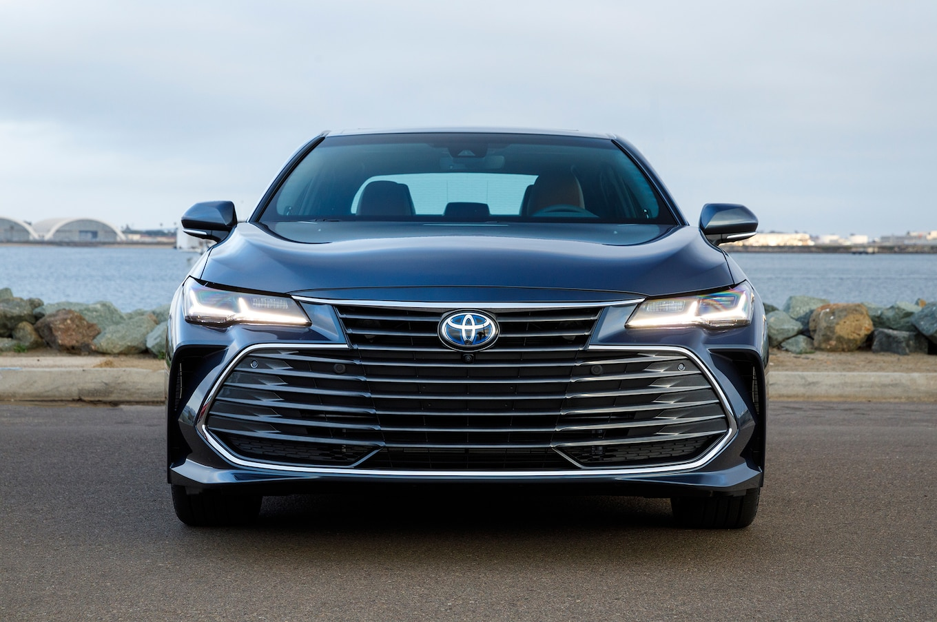 all new camry 2019 interior grand veloz 1.3 toyota avalon review not a plus motor trend