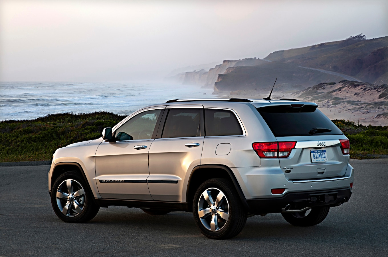 2013 grand cherokee overland summit