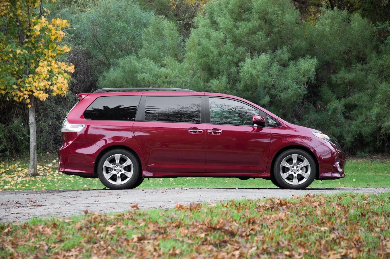 Side Side Toyota Siana