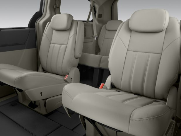 2008 chrysler town and country touring table. Black Bedroom Furniture Sets. Home Design Ideas