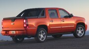 first look 2009 chevrolet avalanche [ 1190 x 661 Pixel ]