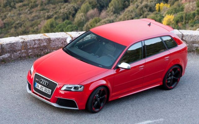 audi-RS-3-front-three-quarters-top-view