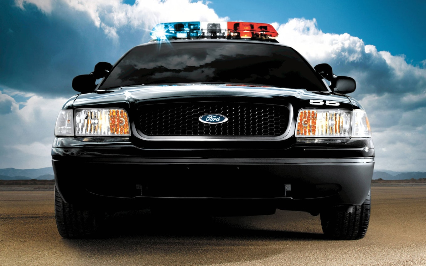 1 5 2005 ford crown victoria police interceptor front angle2 [ 1190 x 744 Pixel ]