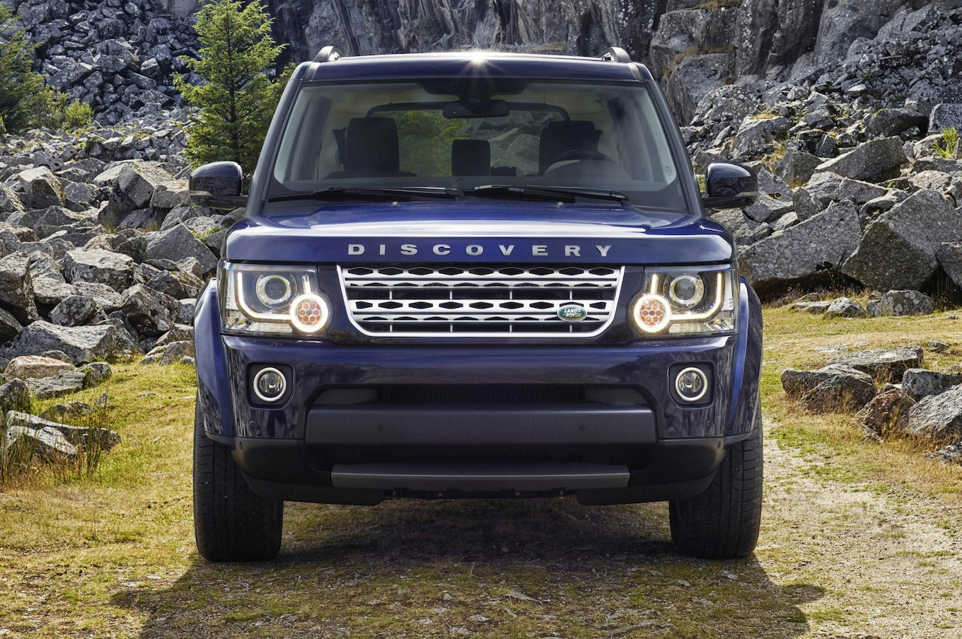 Refreshing or Revolting 2017 Land Rover Discovery Motor Trend