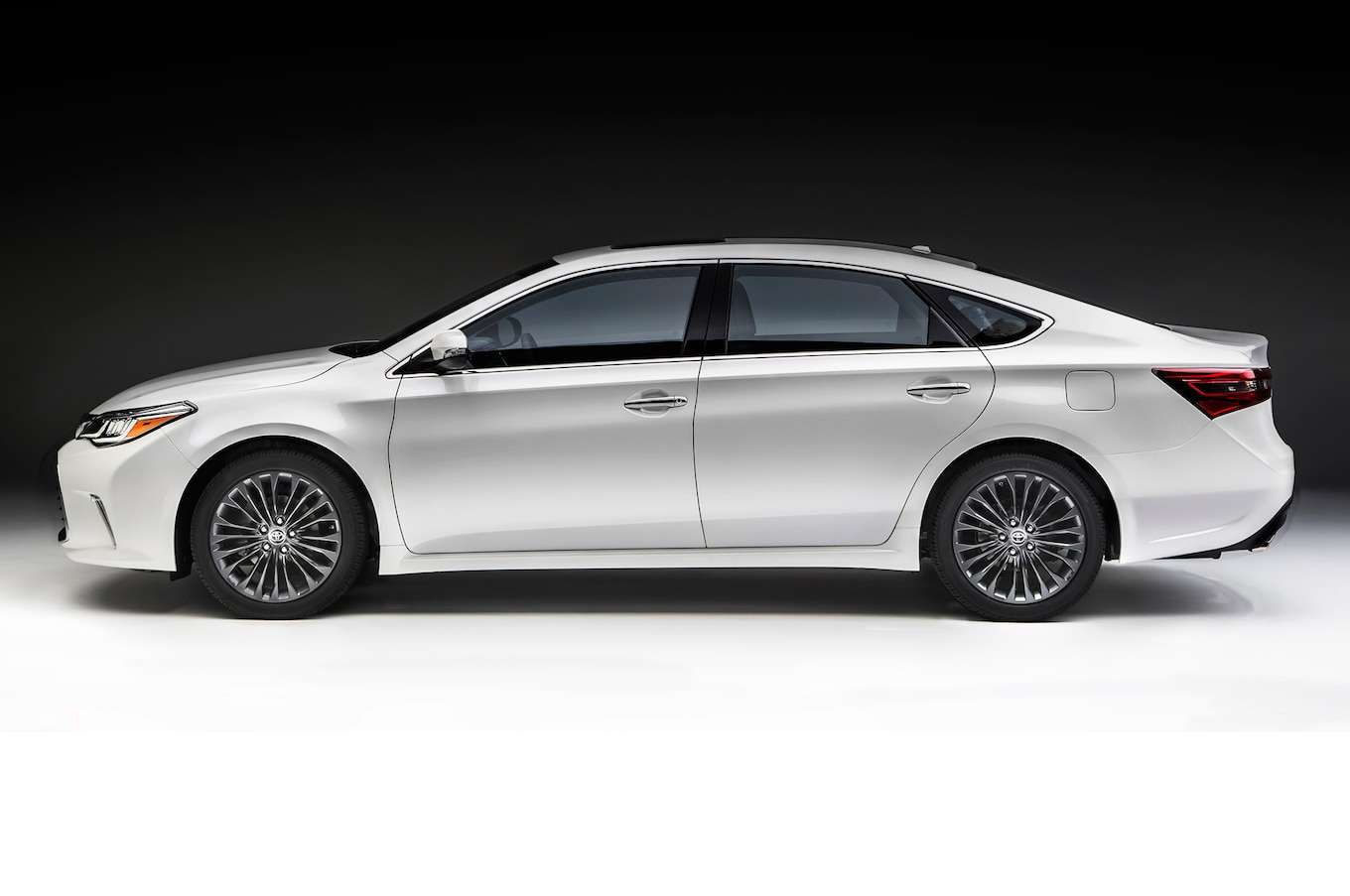 2016 Toyota Avalon First Look Motor Trend