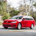 2016 Volkswagen Golf Sportwagen front threee quarter in motion 12