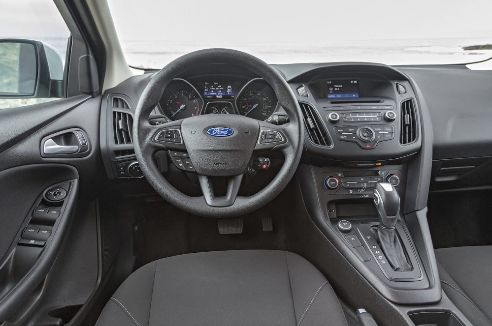 medium resolution of 2016 ford focus se ecoboost i 3 first test driving the manual and auto motortrend