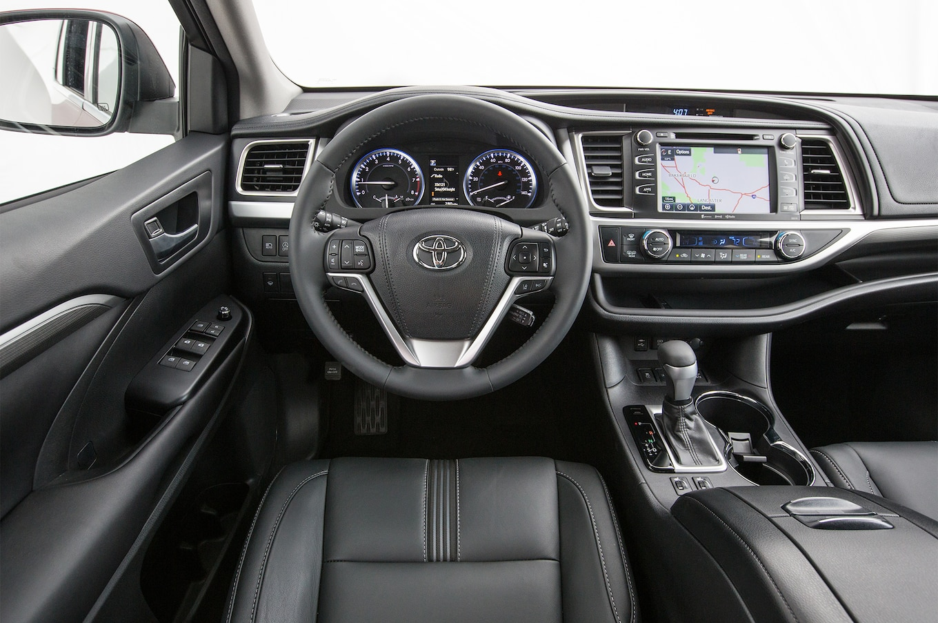 Toyota Highlander SE 2017 Motor Trend SUV of the Year Contender