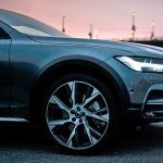 2017 Volvo V90 Cross Country front wheels