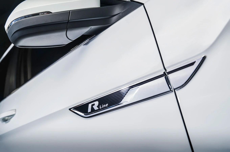 2018-Volkswagen-Atlas-R-Line-badge