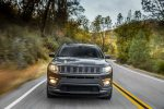 2017 Jeep Compass Latitude front end in motion 04