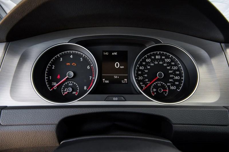 2016 Volkswagen Golf Sportwagen S TSI instrument cluster