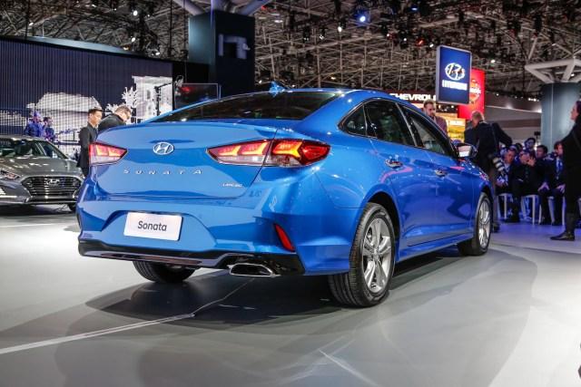 2018 Hyundai Sonata Limited rear three quarter