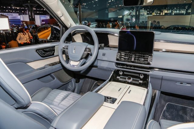 2018 Lincoln Navigator front interior