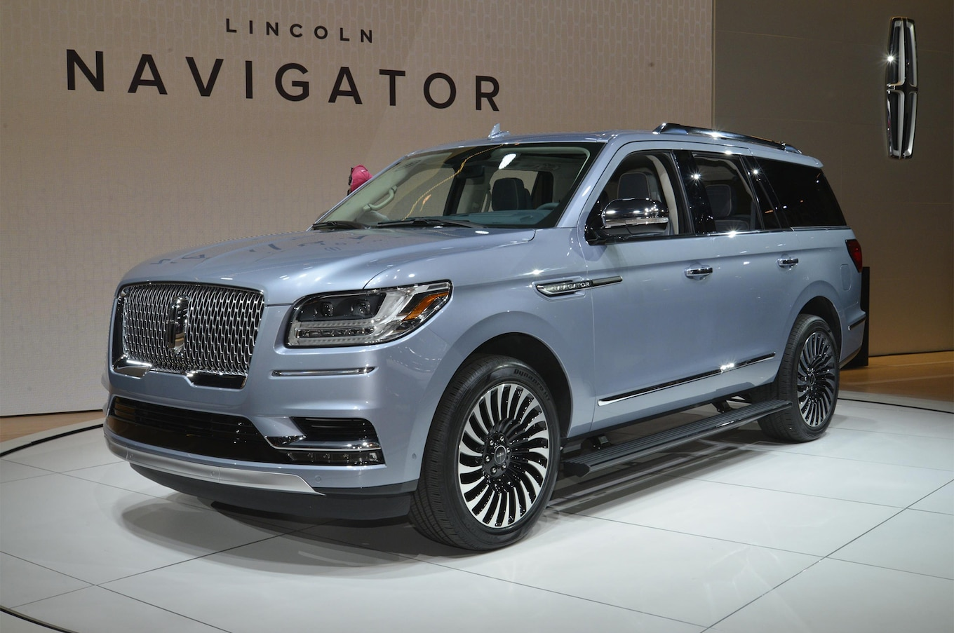Refreshing Or Revolting 2018 Lincoln Navigator  Motor Trend