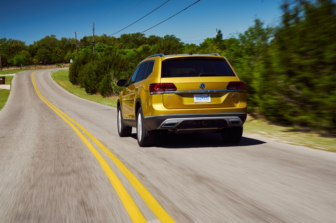 2018 Volkswagen Atlas rear three quarter in motion 01