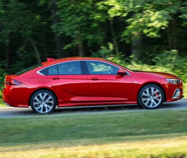2018 Buick Regal Gs Side Motion View Zach Gale July 19 2017