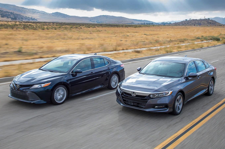 all new camry vs accord toyota 2020 2018 honda 1 5t 2 5 comparison motortrend