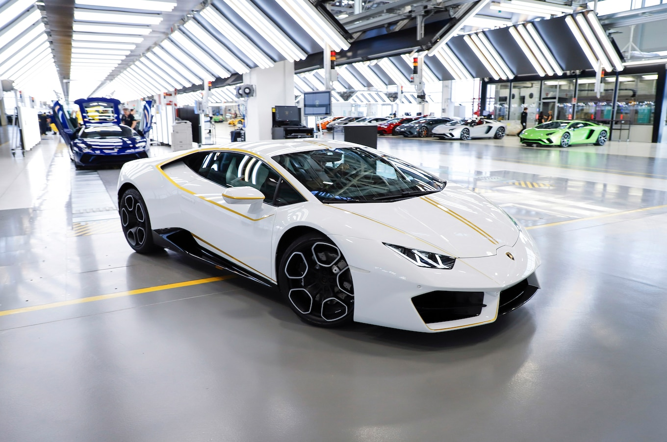 Car Money Watch Wallpaper Lamborghini Gives Pope Francis A Huracan Motor Trend