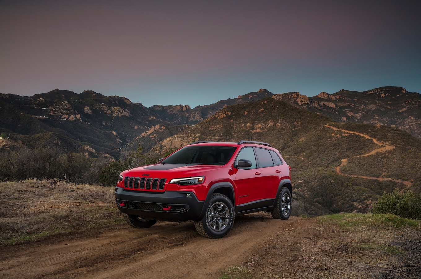 For the 2019 model year, the Jeep Cherokee received a major refresh. Gone  is the controversial tiered headlight design with LED running lights and  turn ...