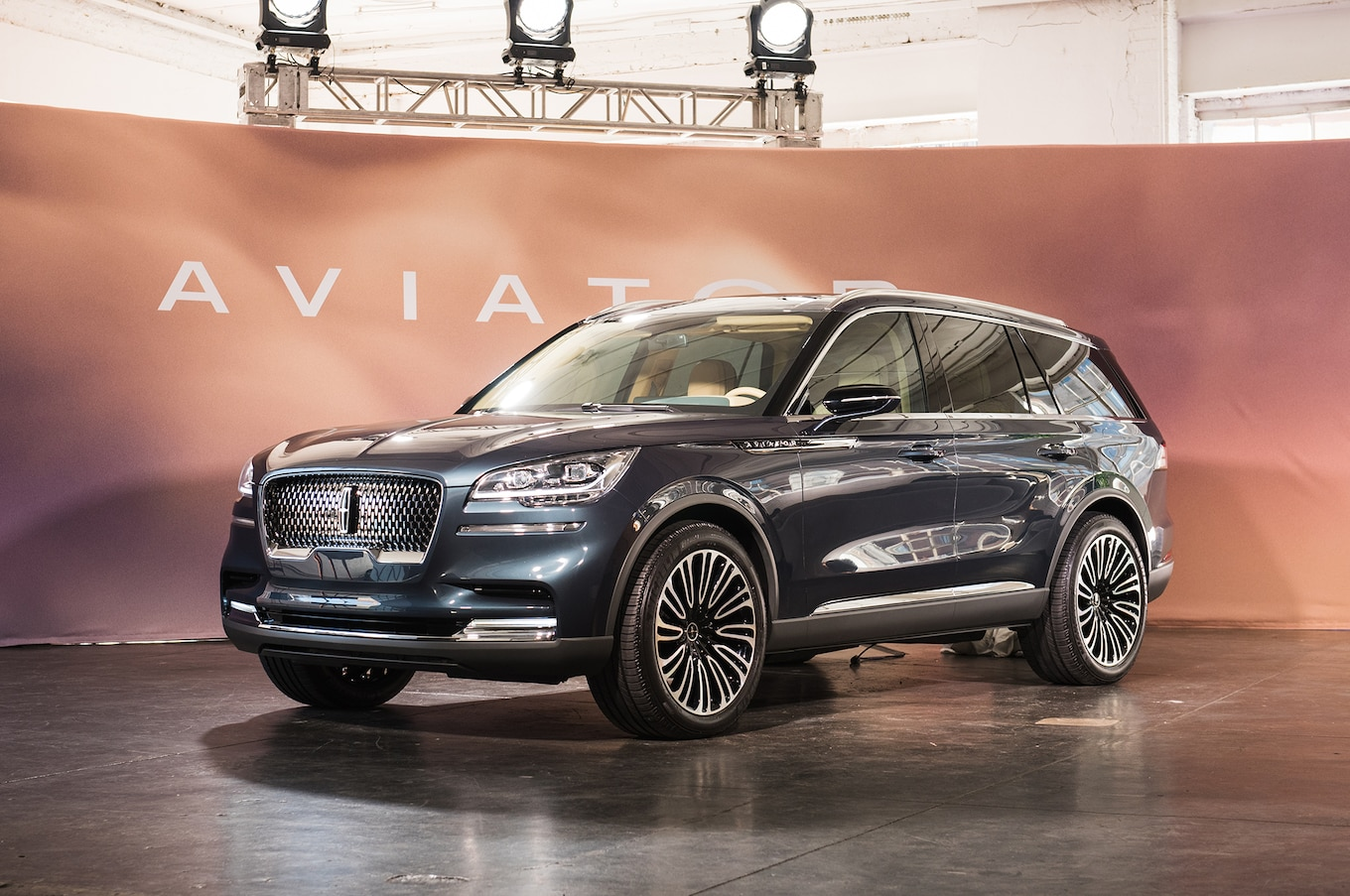 Lincoln Aviator Concept First Look Suv Is Back On New Rear Drive