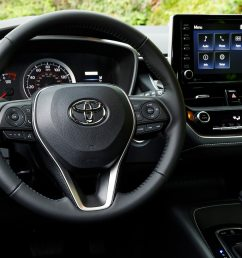 2019 toyota corolla hatchback se steering wheel erika pizano april 13 2018 [ 1360 x 903 Pixel ]