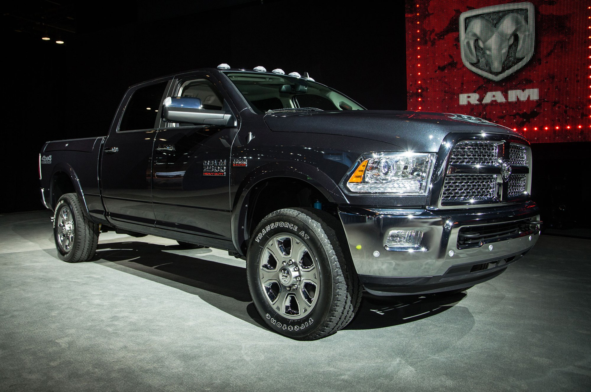 hight resolution of 2017 ram 2500 4 4 off road package front three quarter 02
