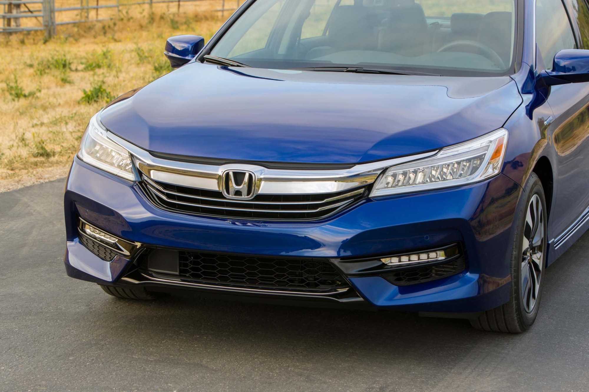 hight resolution of 2017 honda accord hybrid front end 02
