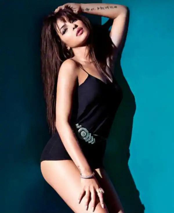 Punjabi Beautiful Girl Hd Wallpaper Priyanka Chopra Gets Back Her Sexy Curves Bollywood Life