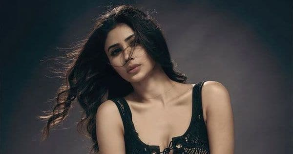 Naagin actress Mouni Roy ups the hotness quotient with these sexy clicks