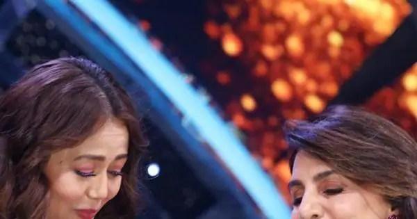 Neetu Kapoor had a major FAN MOMENT when she met Neha Kakkar on flight