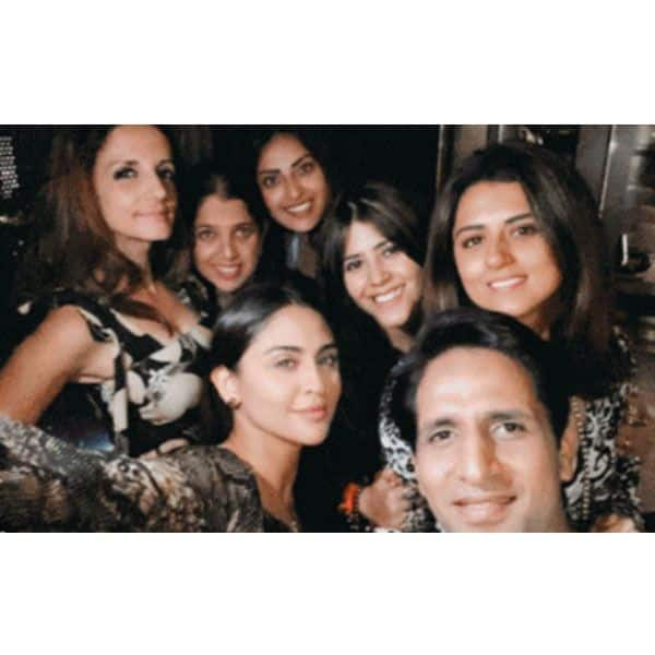 Suzanne and Arslan spotted enjoying themselves with Ekta Kapoor's gang