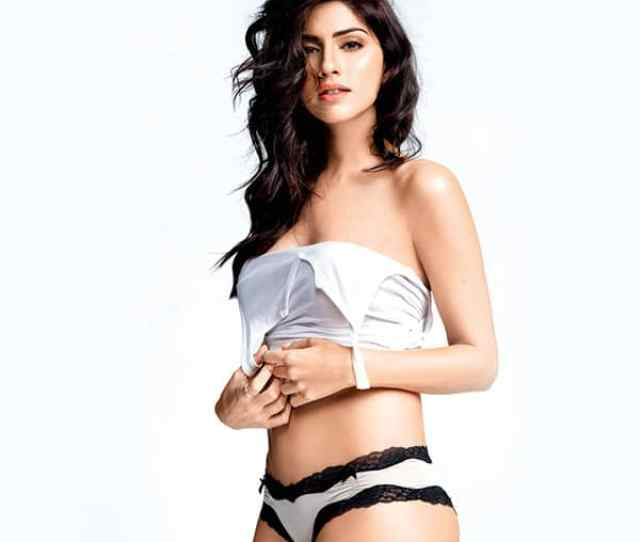Sapna Pabbi Looks Seductress In This Picture